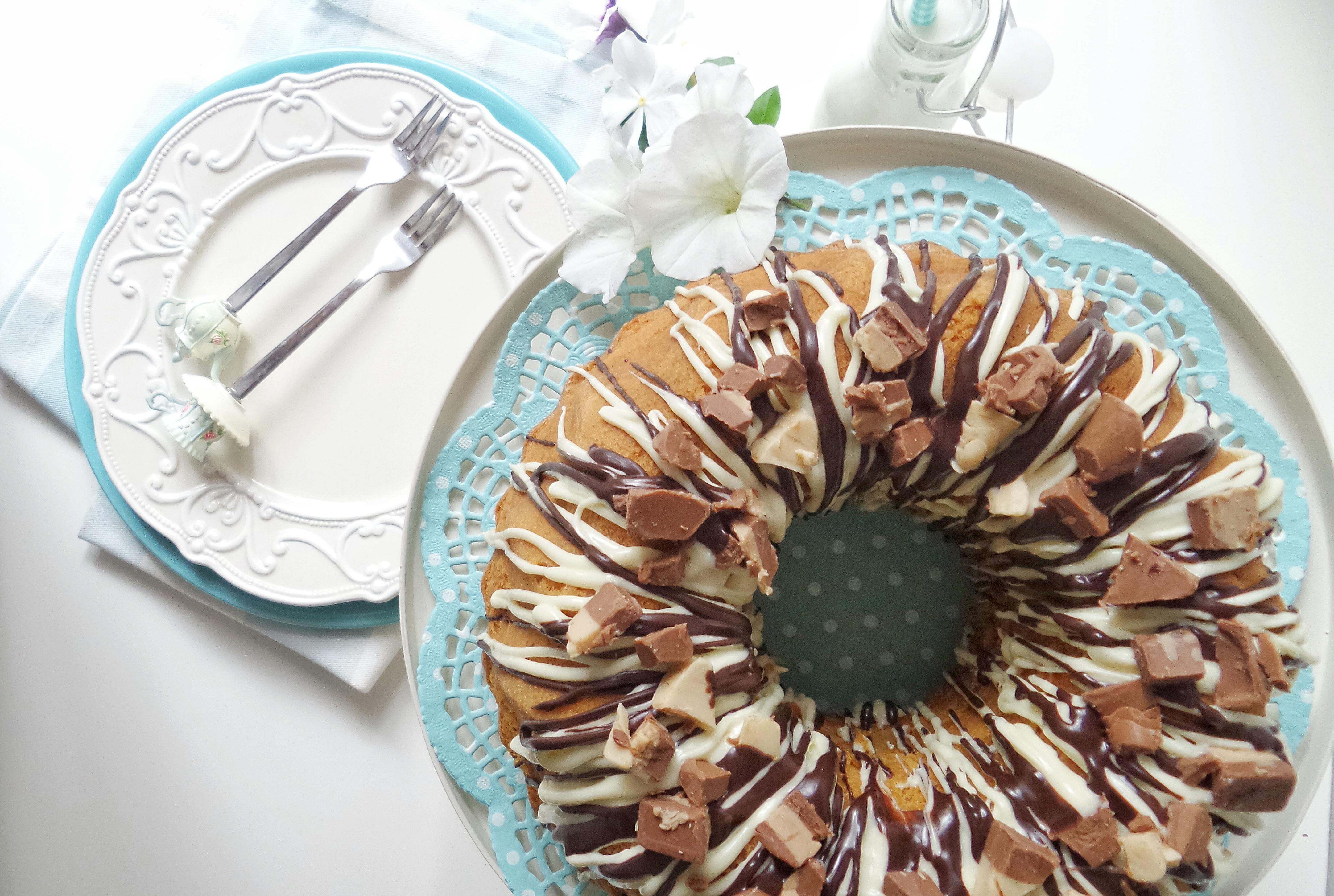 Bundt Cake  alle nocciole {con glassa al triplo cioccolato}