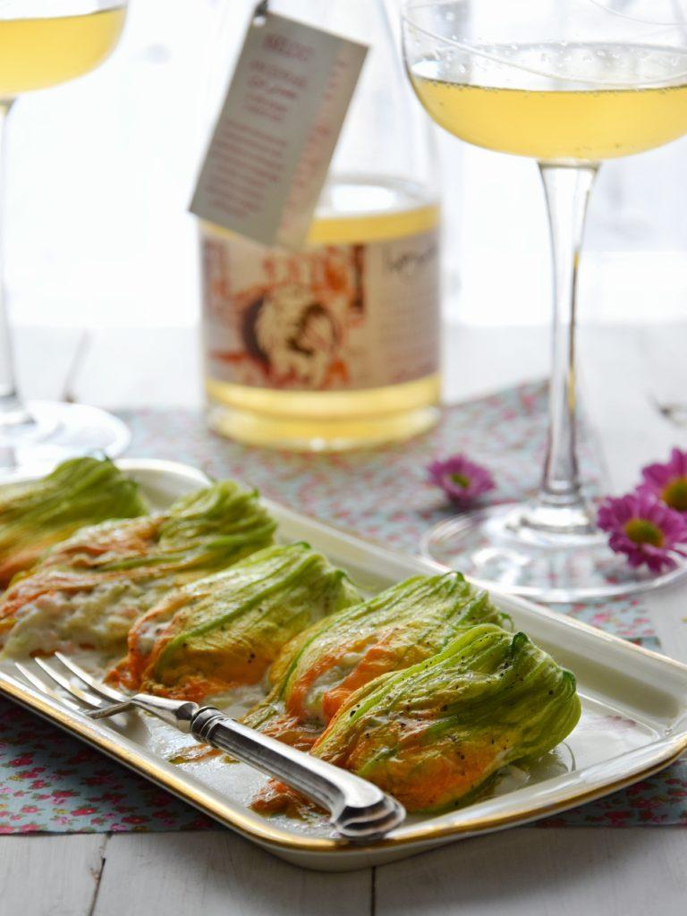 Fiori di zucca ripieni di ricotta, zucchine e salmone {con  vino Iseldo ancestrale  col fondo}