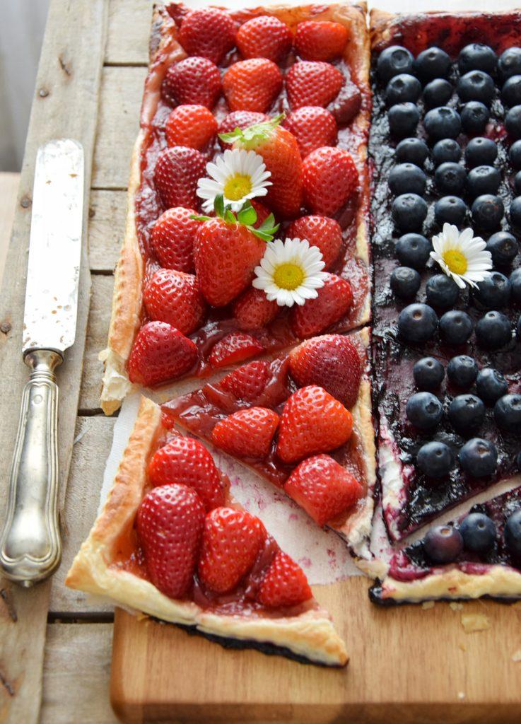Sfogliata dolce alle fragole o ai mirtilli