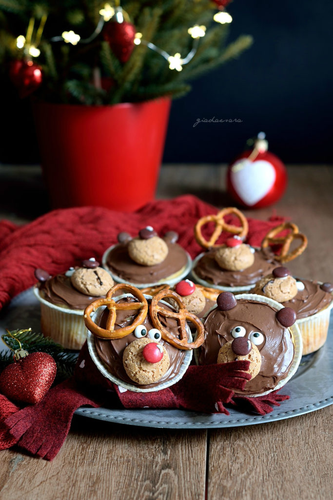 Christmas bear and reindeer muffin