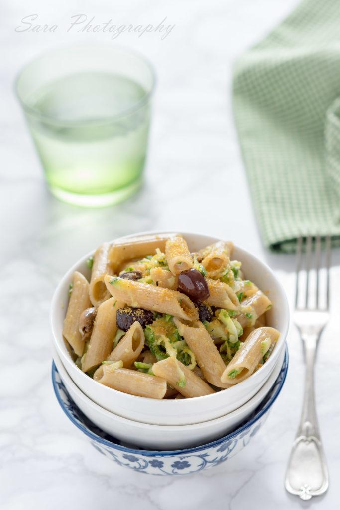 Penne integrali alle zucchine e limone (con olive taggiasche e bottarga)