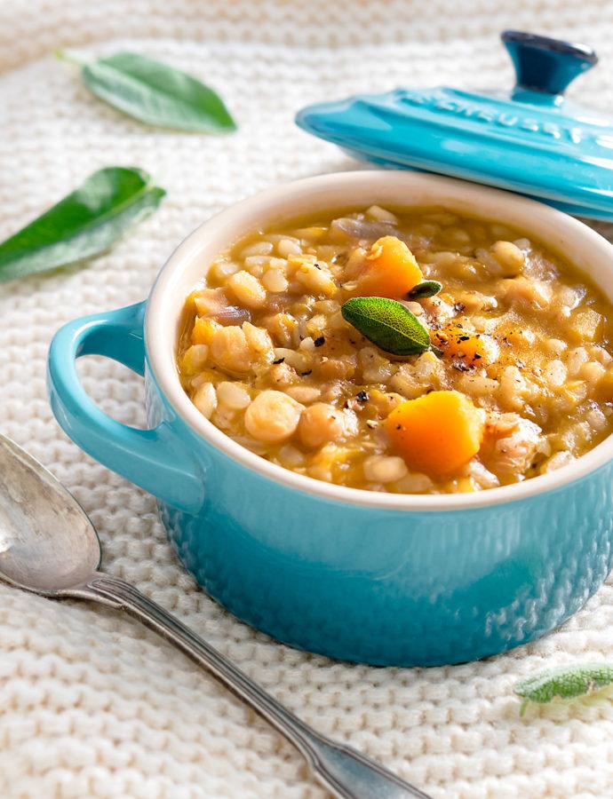 Zuppa di zucca, ceci e cereali