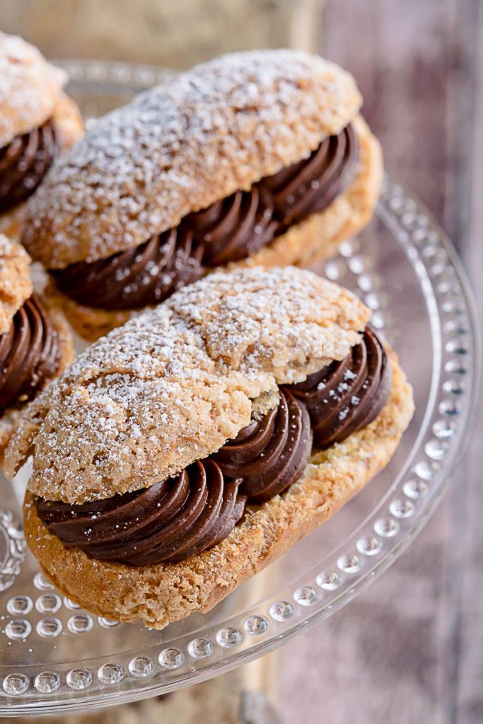 Eclair craquelin con ganache al cioccolato fondente